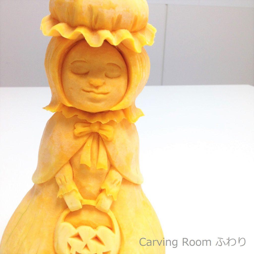 バターナッツで女の子を彫るベジタブルカービング