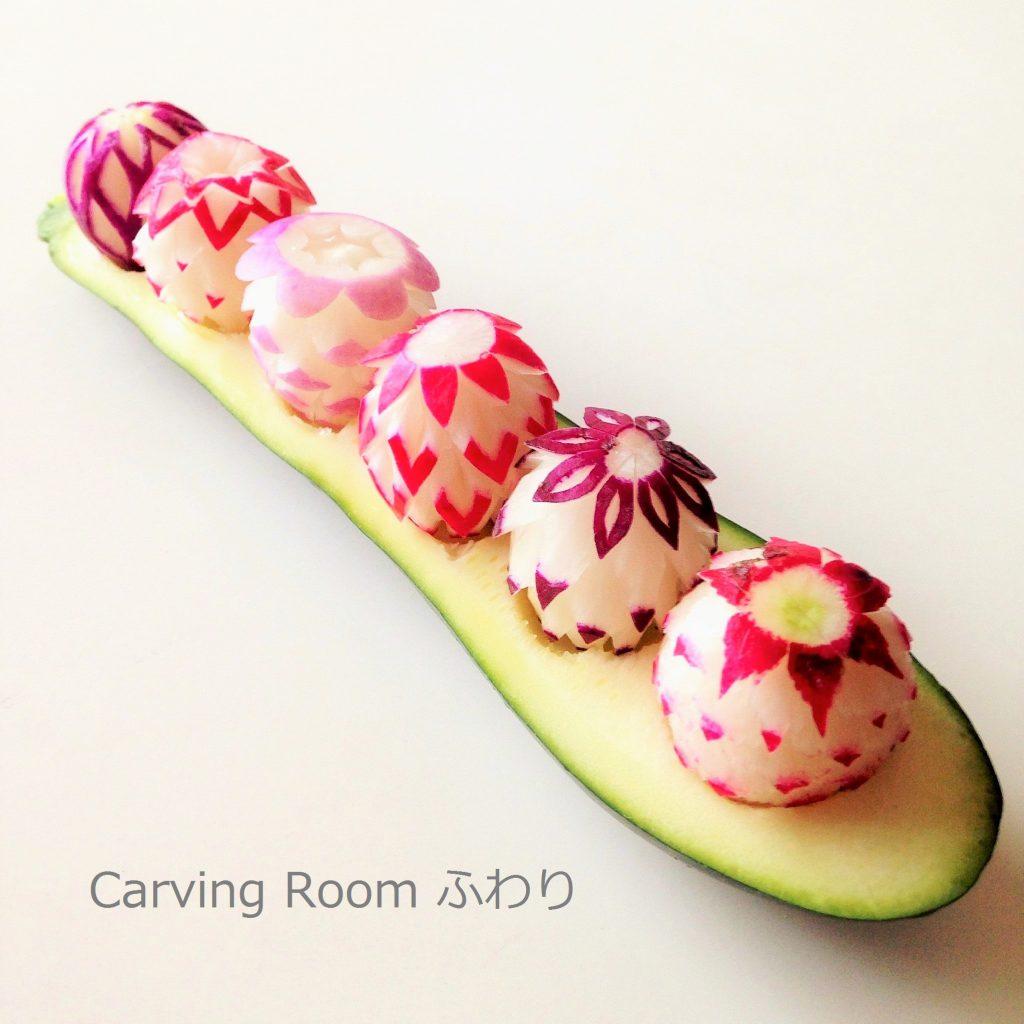 フルーツカービングでディッシュカービングをしたら、可愛いイチゴのようなものができた。