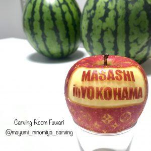 オーダーフルーツカービングはりんごカービングも承ります。メッセージ入りのリンゴが人気です。
