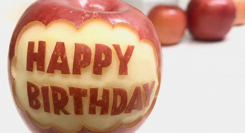 メッセージ入りリンゴカービング HAPPY BIRTHDAY